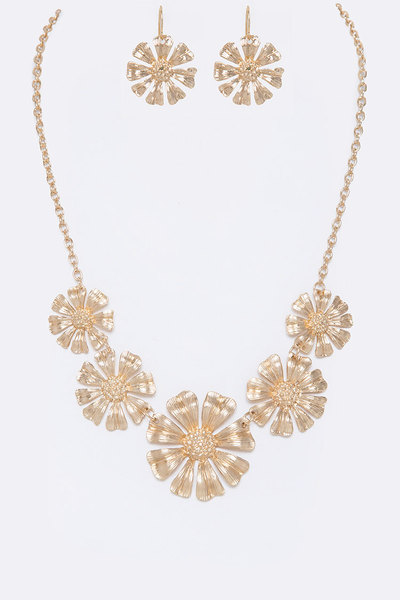 Textured Flower Collar Necklace Set