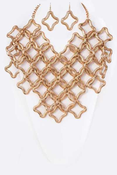 Iconic Linked Quatrefoil Ring Statement Necklace Set