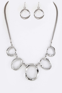 Metal Hoops Statement Necklace Set