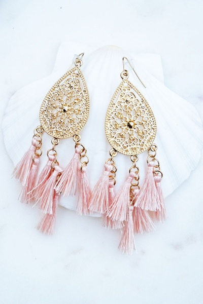 BEAUTIFUL TEARDROP STYLE EARRING