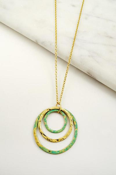 TRIPLE CIRCLE PENDANT NECKLACE
