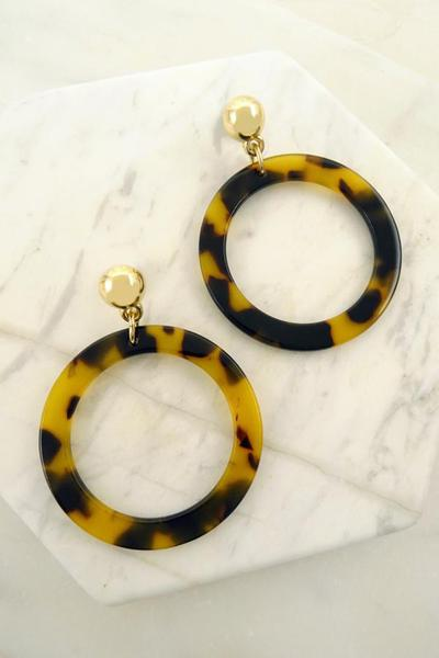TORTIE RESIN HOOP EARRINGS