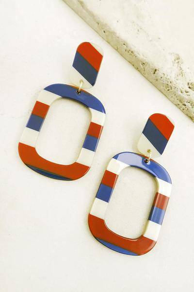 STRIPED OBLONG HOOP RESIN EARRINGS