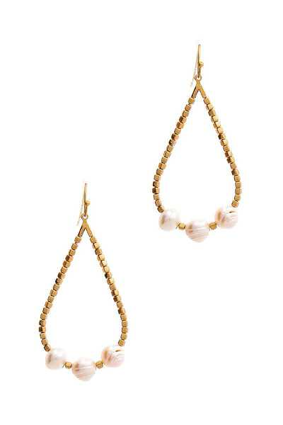 CHIC BEADED TEAR DROP AND TRIPLE PEARL EARRING