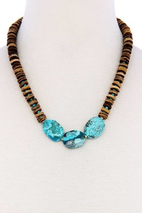 CHIC THREE STONE AND BEAD NECKLACE