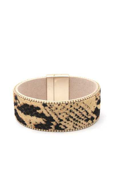FAUX FUR MAGNETIC BRACELET