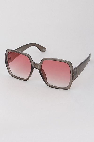 Very Chic Oversize Framed Sunglasses