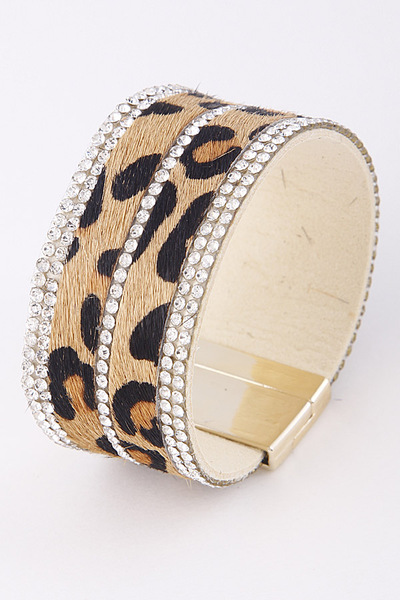 Fashionable Bracelet With Rhinestone Details