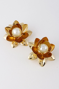 Delicate Metal Flower Earrings With Pearl