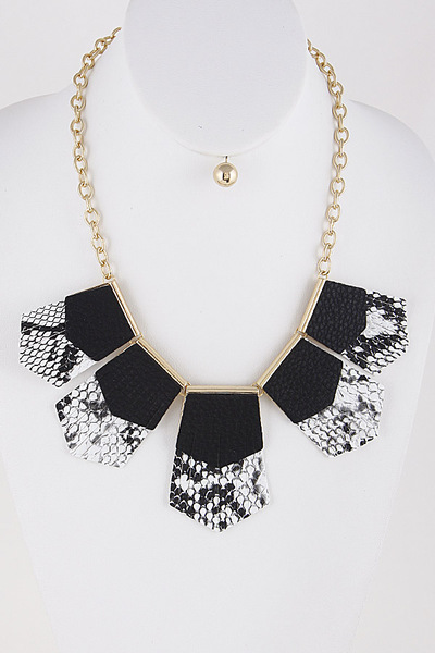 Very Glam Lovely Necklace